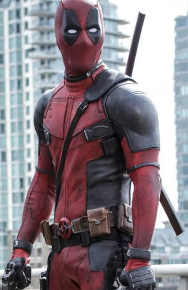 deadpool-cosplay-middle